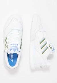 adidas Originals - A.R. TRAINER  - Joggesko - footwear white/tech olive/real blue - 5