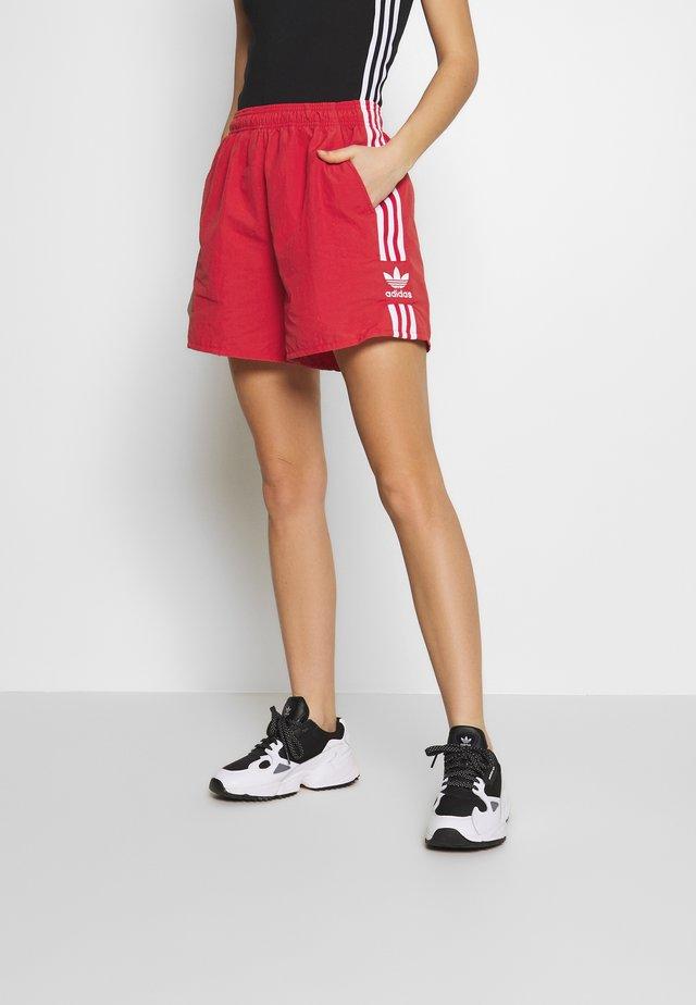 2020-03-25 SHORTS - Shorts - lush red/white