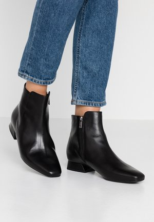 LARIA - Classic ankle boots - schwarz evenly