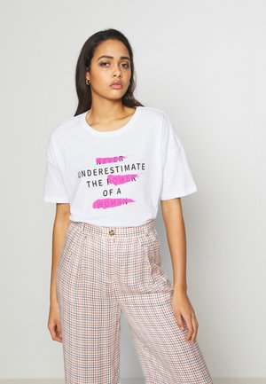 NMIDA JO  EFFECT TOP  - Print T-shirt - bright white