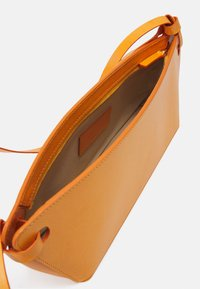 Rejina Pyo - RAMONA BAG - Handbag - leather orange - 3