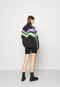 Karl Kani - TAPE BLOCK TRACKJACKET  - Training jacket - blacklilacgreen - 2