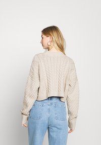 Milk it - MIXED CABLE CROPPED - Cardigan - cream - 2