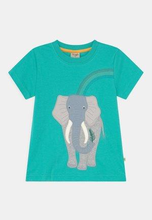 CARSEN APPLIQUE ELEPHANT - Print T-shirt - pacific aqua