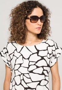 Prada - Sluneční brýle - braun - 0