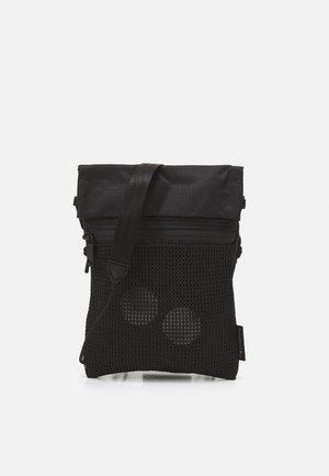 FLAK MEDIUM UNISEX - Bum bag - pure black