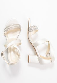 Paradox London Wide Fit - WIDE FIT HASINA - Sandali con tacco - ivory - 3