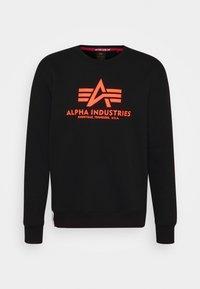 Alpha Industries - Basic Print - Collegepaita - black/neon orange - 3