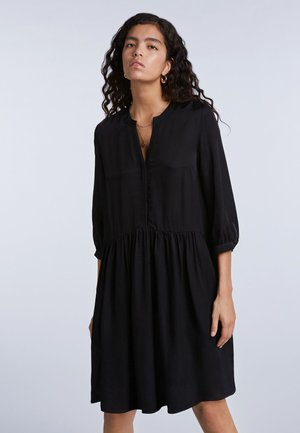LÄSSIGES MIT GERÜSCHTEM SAUM - Shirt dress - black