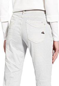 Buena Vista - MALIBU  - Slim fit jeans - white - 3