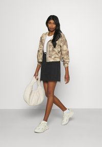 Missguided - CAMO CARGO UTILITY - Summer jacket - green - 1