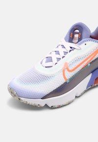 Nike Sportswear - NIKE AIR MAX 2090  - Sneakers laag - white/bright mango/purple dust/light thistle - 4