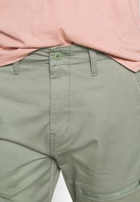 Levi's® - LO BALL UTILITY - Cargobukser - sea spray