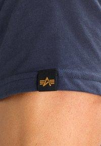 Alpha Industries - BASIC - Print T-shirt - navy - 4