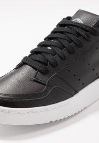 adidas Originals - SUPERCOURT - Trainers - core black/footwear white - 2