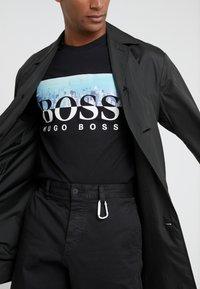 BOSS - TREK  - Print T-shirt - black - 3
