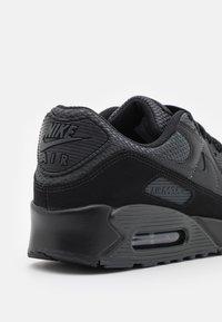 Nike Sportswear - AIR MAX 90 - Matalavartiset tennarit - black/dark smoke grey - 5