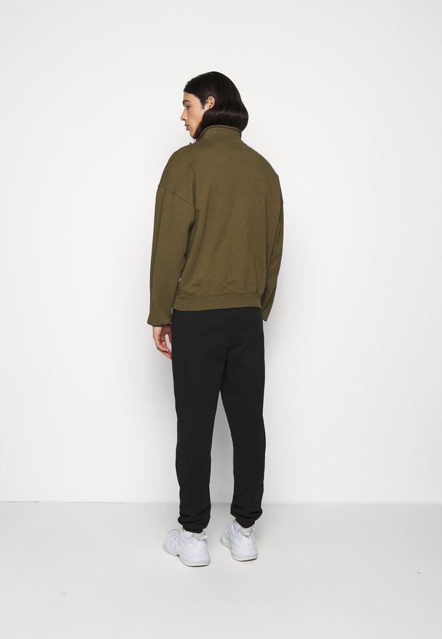 TURTLENECK - Sweater - olive