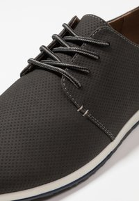 Madden by Steve Madden - BAILL - Casual lace-ups - grey - 5
