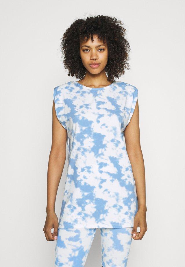 PCTABBI - Camiseta estampada - vista blue
