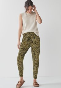 Next - Pantalon de survêtement - khaki - 1