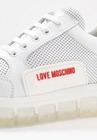 Love Moschino - Matalavartiset tennarit - bianco - 2
