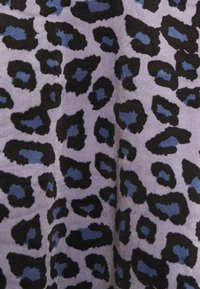Hunkemöller - SCALLOP LEOPARD - Pyjama top - folkstone grey - 5