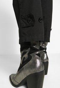 G-Star - ARMY RADAR MID BOYFRIEND ANKLE - Trousers - dk black - 3
