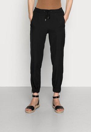 SC-GABI 7-B - Trousers - black