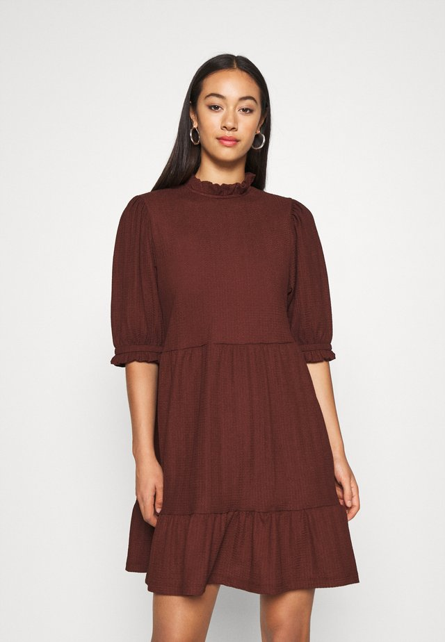 ONLZILLE HIGHNECK DRESS - Blusenkleid - bitter chocolate