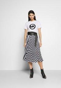 MICHAEL Michael Kors - PLEAT SKIRT - A-line skirt - white/vintage blue - 1