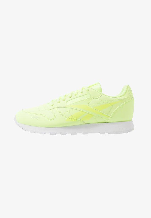 Trainers - elefla/white