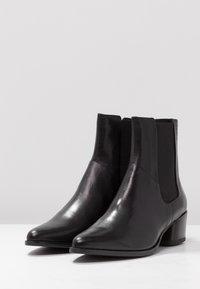 Vagabond - LARA - Classic ankle boots - black - 4