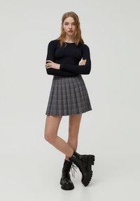 PULL&BEAR - Pleated skirt - black - 1