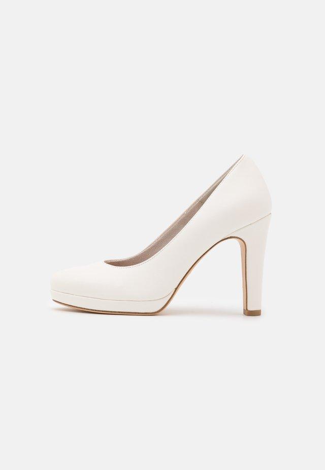 Platform heels - white