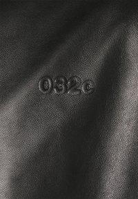 032c - VEST - Vesta - black - 7