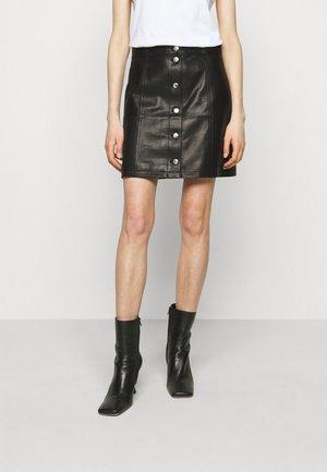 SKIRT - Kožená sukně - black