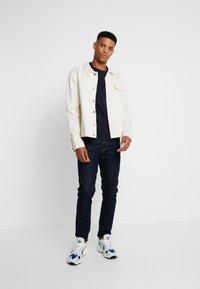 Calvin Klein - CHEST LOGO - T-shirt - bas - calvin navy - 1