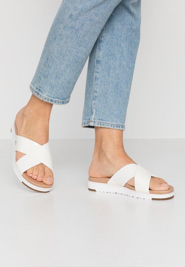 KARI - Pantolette flach - white