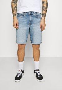 Calvin Klein Jeans - Denim shorts - denim light - 0