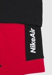 Nike Sportswear - AIR SET - Pantalones deportivos - black/university red - 3