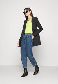 Who What Wear - ONE SHOULDER LONG SLEEVE - Jumper - key lime - 1