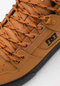 DC Shoes - Zapatillas skate - wheat/black - 5