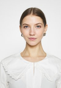 NA-KD - EMBROIDERY COLLAR - Button-down blouse - off white - 3