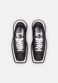 MM6 Maison Margiela - Tenisky - black/charcoal grey - 3