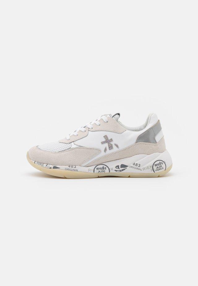 SCARLETT - Sneaker low - white/beige