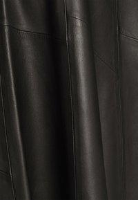 IVY & OAK - SKIRT MIDI - Leather skirt - black - 4