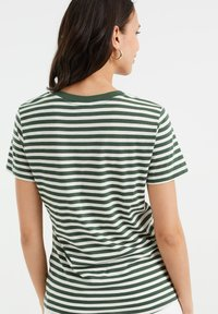 WE Fashion - Print T-shirt - dark green - 2