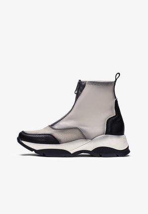 ANDES - Platform ankle boots - beige, black