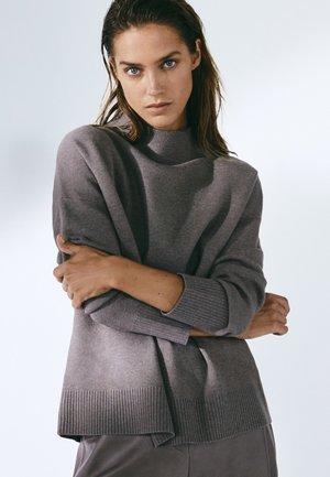 MIT STEHKRAGEN  - Stickad tröja - grey
